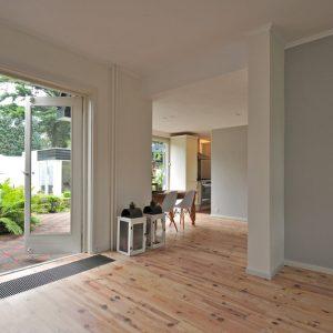 Verkoopstyling-en-Renovatie-jaren-30-woning-openslaande-deuren-Morestyling